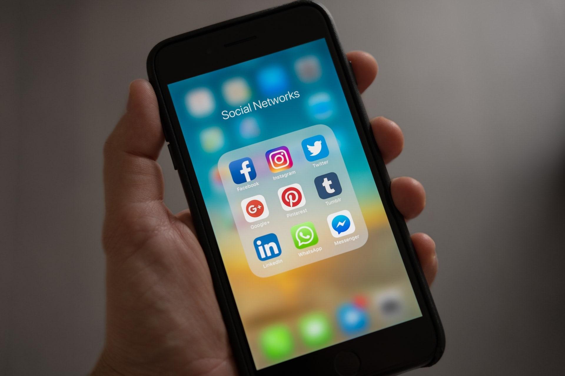 Mobile Apps - Social Media Communications